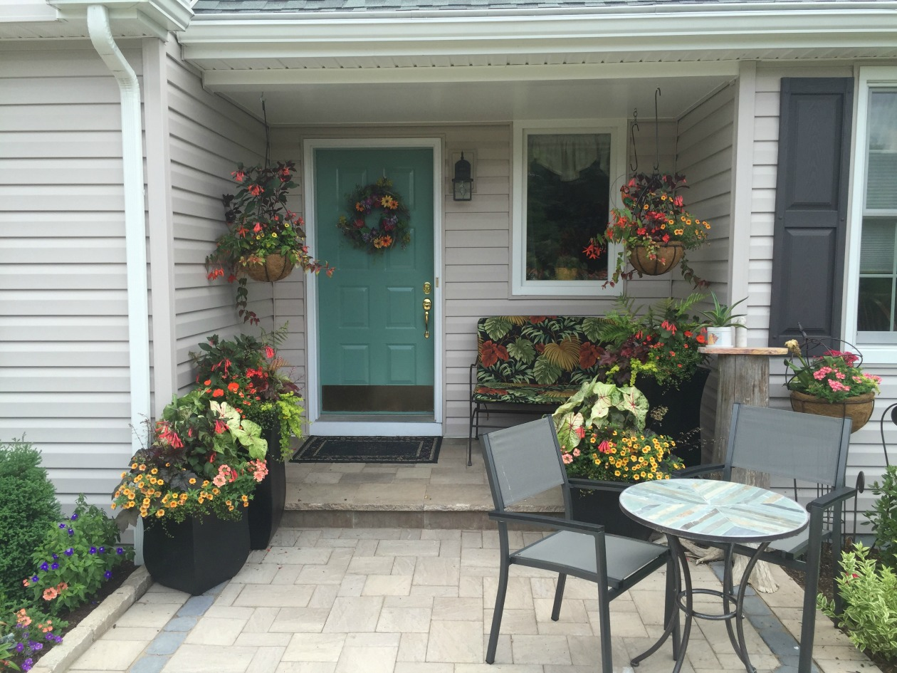 Creative outdoor planter ideas turpin landscaping for Outdoor planter ideas